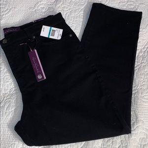 NWT Gloria Vanderbilt Amanda black Jeans sz 16P